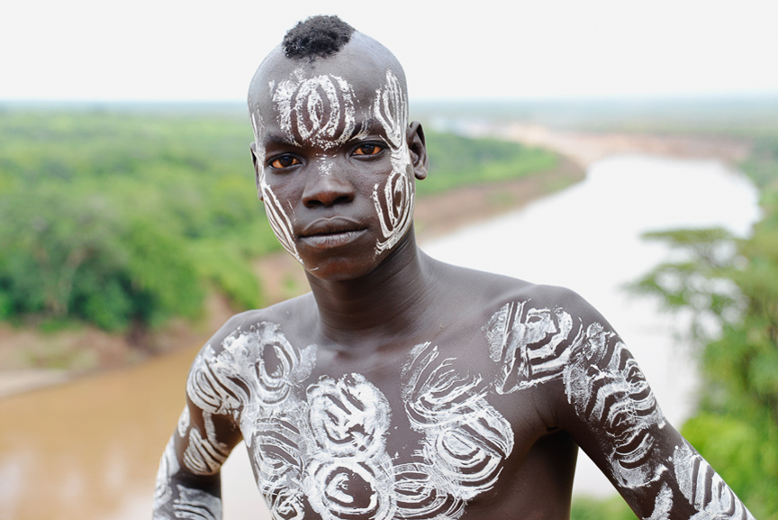 2-Painter Hamar with Omo River